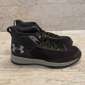 NEW 🏀 Under Armour boys basketball sneakers